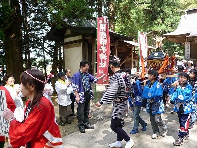 5月16日 村田町白鳥神社御輿渡行
