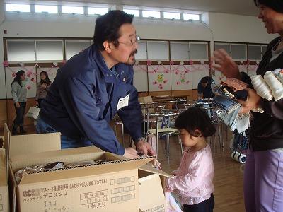 4月15日 名取市の名取幼稚園へ救援物資を...