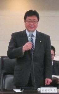 挨拶をされる西村副大臣