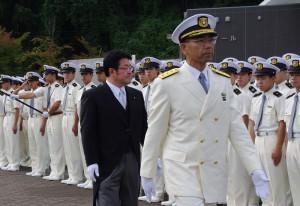 【海上保安学校】西村副大臣出迎え